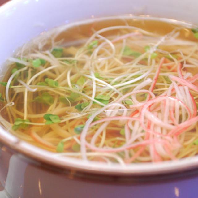 ブロッコリースプラウトとカニカマのスープ