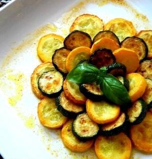 黄色と緑のズッキーニのカレー風味マリネ