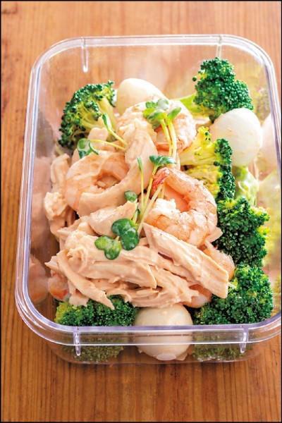 雞肉蝦仁蛋沙拉/蒸し鶏とえびと卵のカクテルサラダ【祝台湾版】