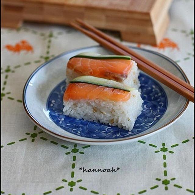 漬けサーモンで♪ こんぶ茶 押し寿司