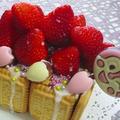手作りスポンジで苺の赤い屋根のお菓子の家