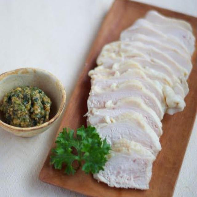 パセリ味噌とパセリマヨ 2色のソースで鶏ハム