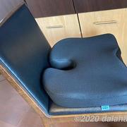 【レビュー】「椅子用の低反発クッション」 お尻と腰にやさしい洗える座布団で腰痛防止