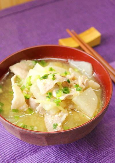 簡単ほっこり!『大根と豚バラの生姜味噌汁』~冷え性にも!