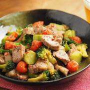 サイコロ豚とブロッコリーのにんにく味噌炒め