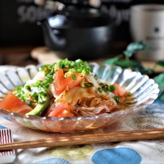 アボカドトマトの中華キムチソーメンと今日の月さん