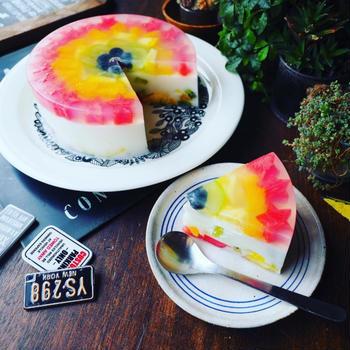 とにかく暑かった(^^;と、夏休みのおやつにも♪ひんやりヘルシー虹色牛乳寒天ケーキ♪