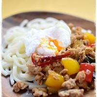 「肉×麺」アレンジ麺レシピ「ガパオ風のっけうどん」