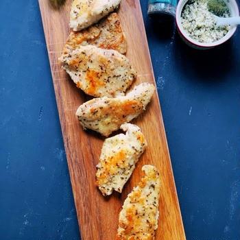 House×レシピブログ。小さじ1杯でスパイス使い切り大作戦!GABANバジルと粉チーズ。「鶏むね肉のバジルチーズ焼き」