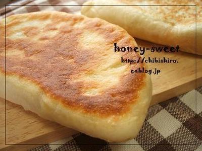 フライパンで手捏ねパン☆