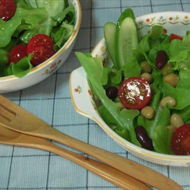 フラワーレタスと豆のサラダ・粗挽き黒胡椒でアクセント