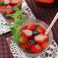 冷凍ベリーとブドウのフルーツビネガーウォーター
