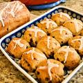 【Hot Cross Buns】ホットクロスバンズはイースターに欠かせない甘いパン
