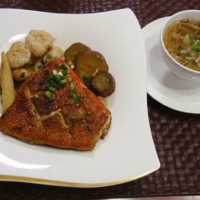 【献立】金目鯛のポアレ・温野菜・白菜のスープ・手作りライ麦パン