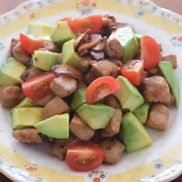 豚肉とアボガドのガーリック醤油サラダ
