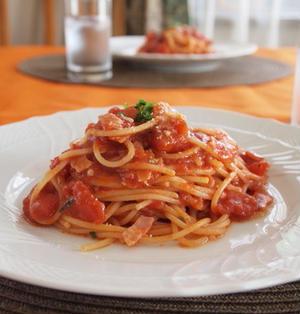 ベーコンとツナのトマトパスタ