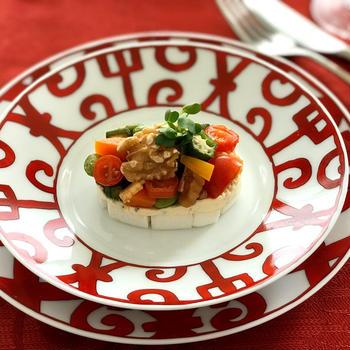 重ねるだけ簡単❣️『生クルミとクリームチーズとカラフル野菜のオードブル』