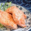 レモンペッパーの秋鮭ムニエル オーロラソース