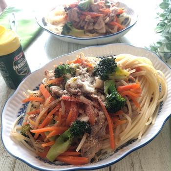 一皿にギュッと野菜とお肉!休日のお手軽パスタランチ!