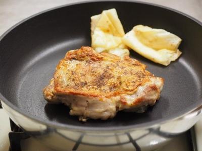 カリッカリの皮が魅力!チキンステーキの作り方 、 ナディア記事