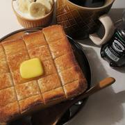 厚切りバタートースト♪