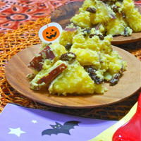 簡単ハロウィン!ゆでて和えるだけ〜スパイスで甘くやさしいサツマイモのクリームチーズサラダ。