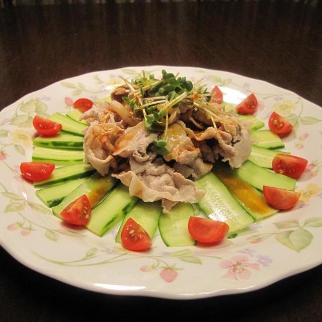 雲白肉片(豚薄切り肉の辛みソースかけ)