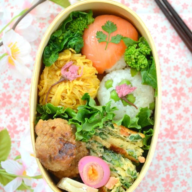 桜の手まり寿司弁当、オフィスでお花見気分