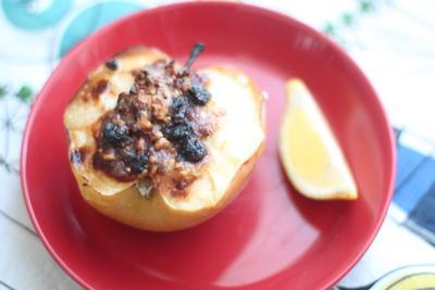 くるみとゴルゴンゾーラチーズの焼きりんご