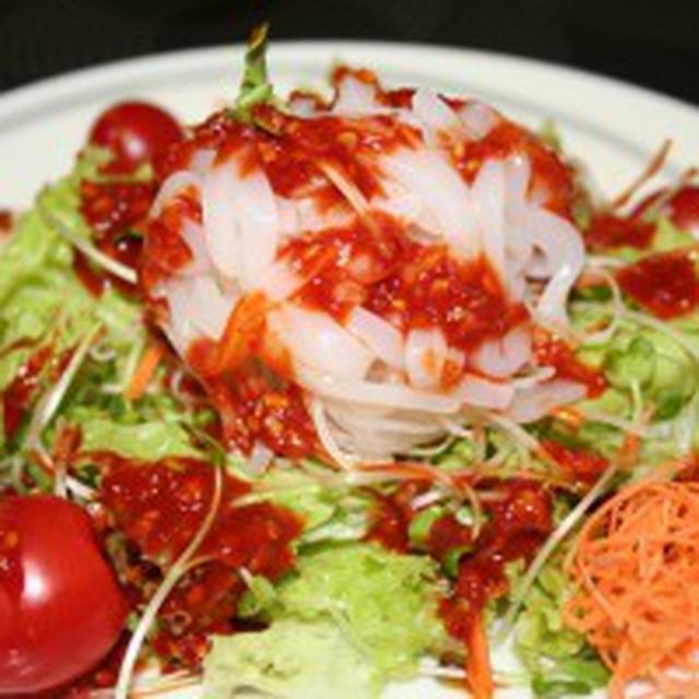 チョ コチュジャン(酢コチュジャン)ソースサラダーーイカそうめんと野菜の上にかけるだけ。
