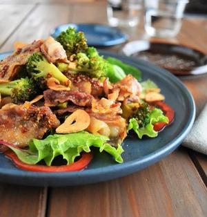 簡単10分おかずサラダ♪豚バラとブロッコリーのガーリックマスタードサラダ(おかずサラダ・簡単・時短)