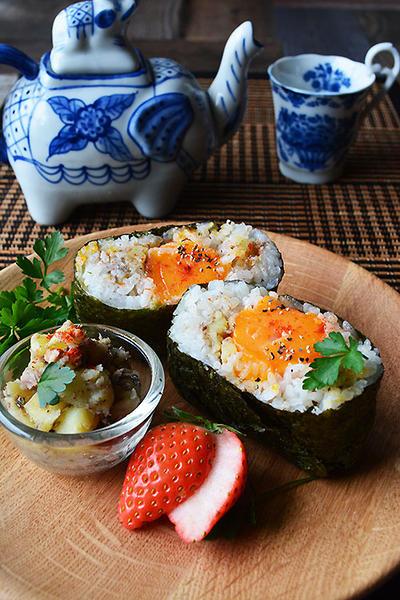 お腹大満足系おにぎらず 骨活応援 冷凍卵×オイルサーディン×ポテト