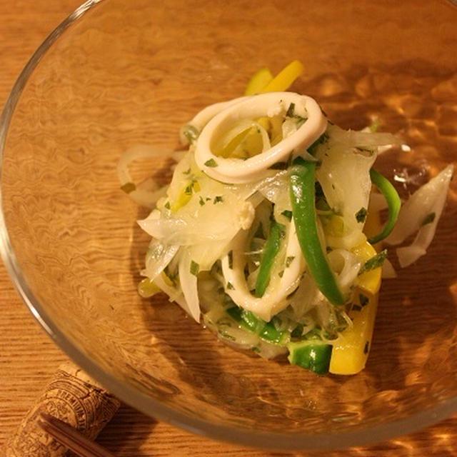 イカと新玉葱の大葉マリネ