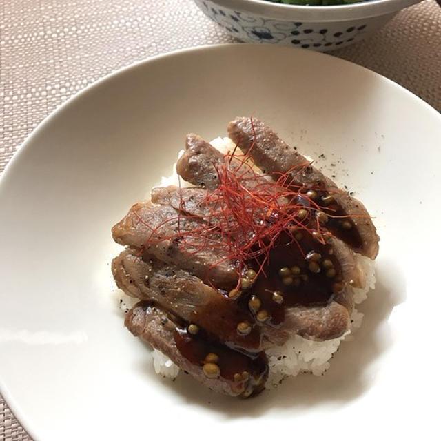 すし飯でさっぱりシンプル仕上げ「飛騨牛ステーキちらし」。