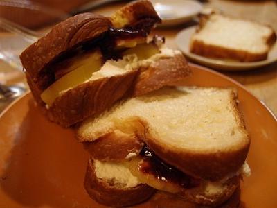 ほんのりチーズ風味のフルーツサンド