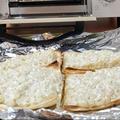 お弁当作り☆濃厚オニオンディップでたっぷりオニオンサラダ風ピザ