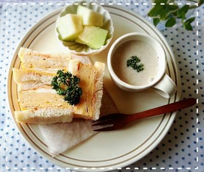 子供達にも食べさた~い♡関西風ふんわり厚焼き玉子サンドですよ♬(*´ω`*)