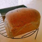 黒ねり胡麻のミニ食パン♪ウインナーサンド・ハンバーグサンド♪
