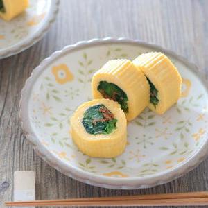 使い切りにも◎一口サイズでパクっと食べやすい「小松菜の○○巻き」