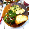 今日の朝ごはん  小松菜とチーズとベーコンのオムレツ 水菜と赤大根のサラダ 胚芽パンチーズトースト レンチンさといも岩塩かけ やきいも