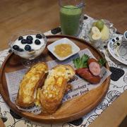 柚子ジャムフレンチトーストの朝食と 味噌ラーメンの昼食と 明石焼きの晩ご飯♪