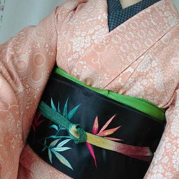 橙色切り絵柄正絹着物×黒色海老刺繍名古屋帯