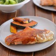 鮭のカリカリチーズ焼きのごはんの日。