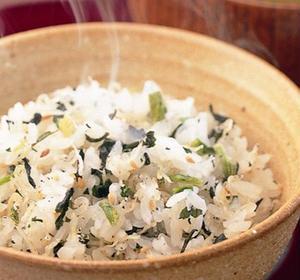 高菜、野沢菜と並び、日本3大漬菜とされる「広島菜」と、透明感のある瀬戸内のちりめんを使ったふりかけ。...