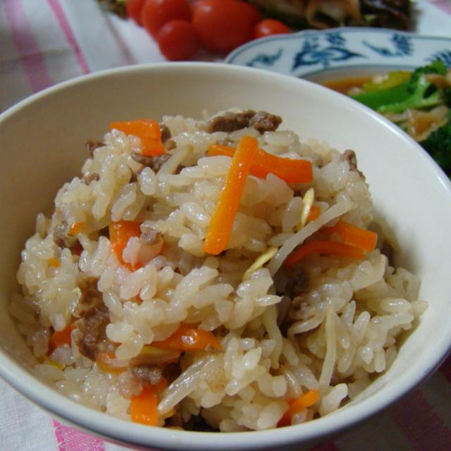 こりゃ簡単!豆もやしと豚肉の炊き込みご飯