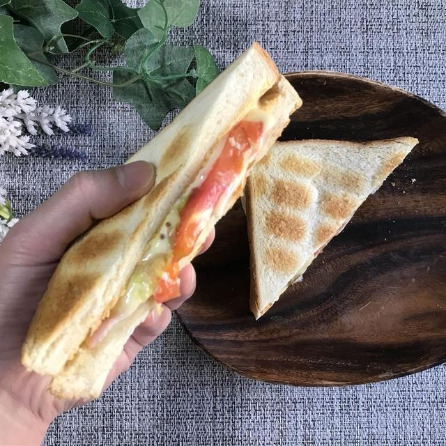 フライパン不要!簡単BLTサンドイッチの作り方