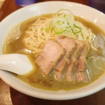 【東銀座】煮干しが効いたスープにパツパツストレート麺が絡み合う絶品ラーメン「自家製麺 伊藤 銀座店」