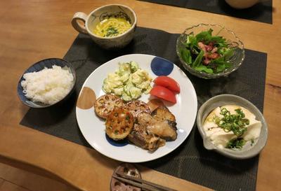 「蓮根餃子的挟み焼」の晩ご飯 と ツワブキの花♪