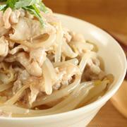 お腹満足♪「豚もやし」のかんたん丼レシピ
