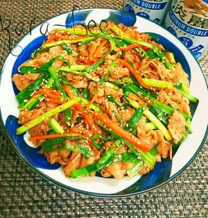 ご飯にかけても旨い♪豚バラとニラの旨辛スタミナはちコチュ炒め